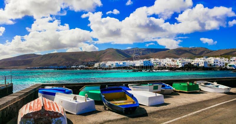 Vila tradicional Punta Mujeres dos pescadores em Lanzarote Canário imagens de stock royalty free