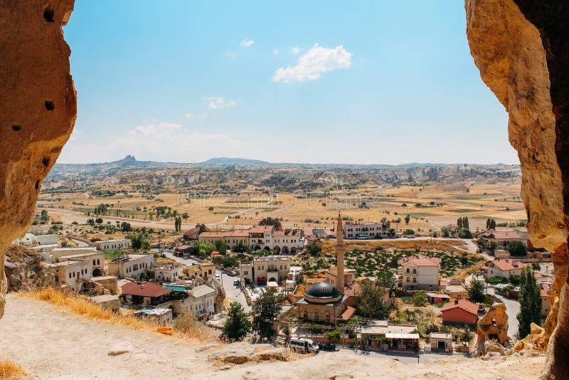 Vila velha de Cavusin, cidade da caverna em Cappadocia, Turquia fotografia de stock