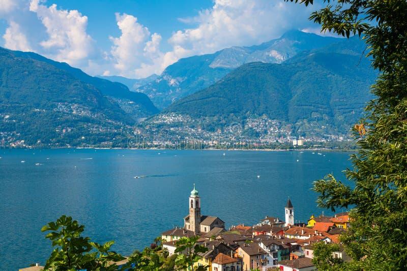 Vila Vira no Lago Maggiore fotografia de stock