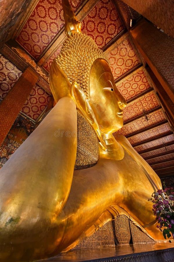 VilaBuddha på Wat Pho (den Pho templet) i Bangkok royaltyfri fotografi