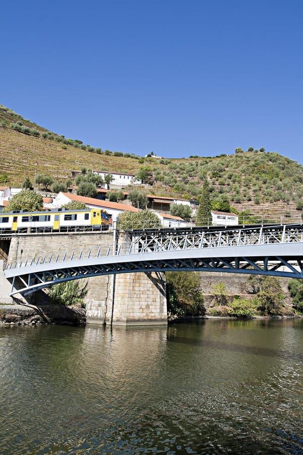 Vilage de région de Pinhão - de Douro illustration de vecteur