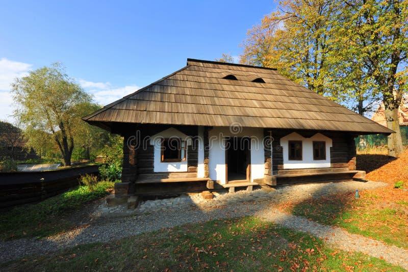 Vilalge Haus von Bucovina, Rumänien stockbilder