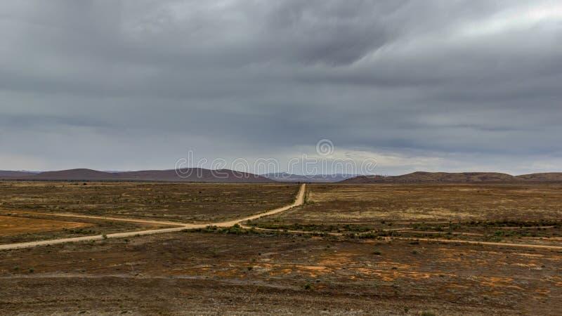 Vildmarkväg till port Augusta, södra Australien, Flindersområde arkivfoto