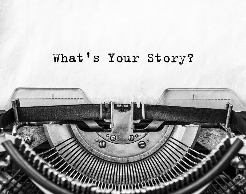 Vilken ` s din berättelse? fråga som skrivs ut på en gammal skrivmaskin royaltyfria foton