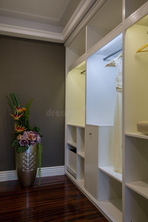 Villa à la maison intérieure de luxe moderne de coffret de chambre à coucher de conception photos libres de droits