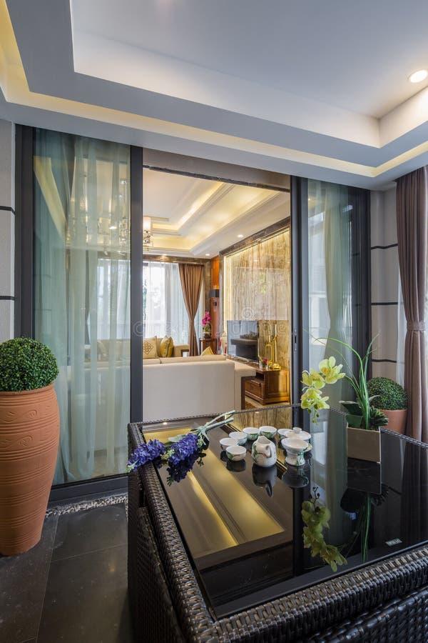 Villa à la maison intérieure de luxe moderne de décoration de conception images libres de droits