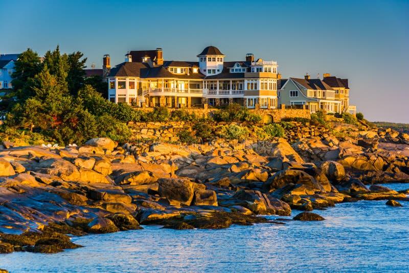 Villa auf einer Klippe am Kap Neddick, York, Maine lizenzfreies stockbild