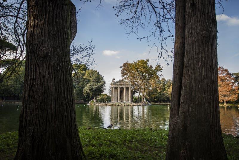Villa Borghese Mooie oude vensters in Rome (Italië) royalty-vrije stock foto's