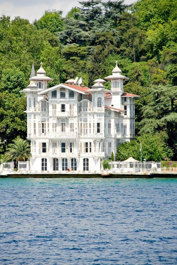 Villa - Bosporus lizenzfreie stockfotos