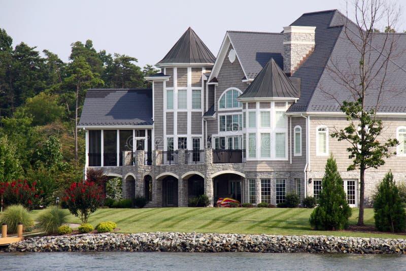 Villa das Wasser - Smith-Mountainsee lizenzfreie stockbilder