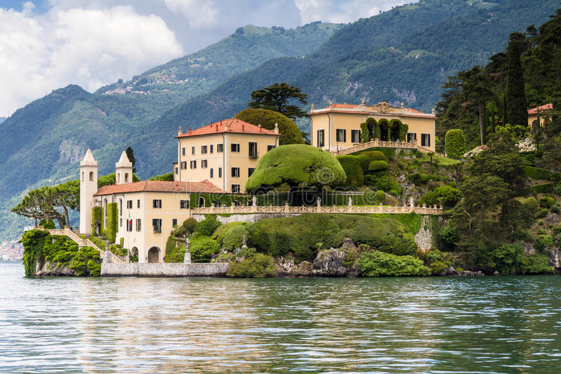 Villa del Balbianello på sjön Como arkivbild