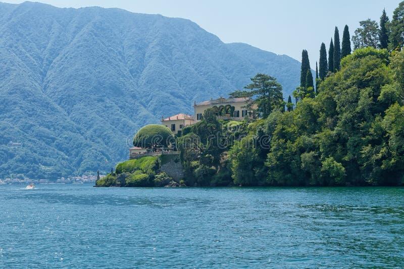Villa del Balbianello på sjön Como, Lenno, Lombardia, Italien royaltyfri bild