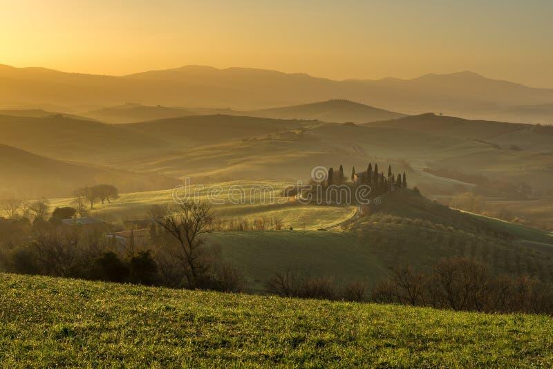 Villa di belvedere di Podere, valle di Orcia, Italia fotografie stock