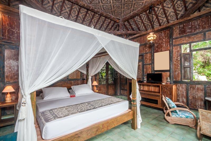 Villa di Giava tradizionale ed antica della camera da letto di stile in Bali immagine stock libera da diritti