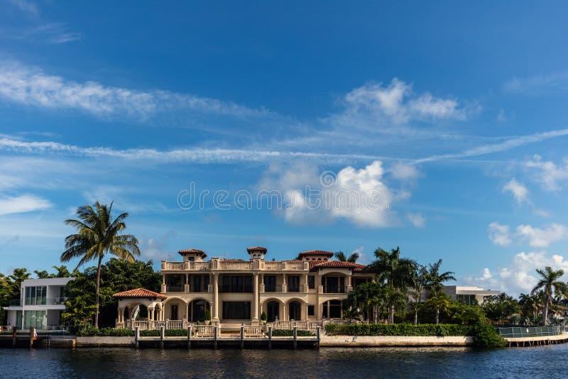 Villa di lusso in Sunny Isles Beach fotografia stock libera da diritti