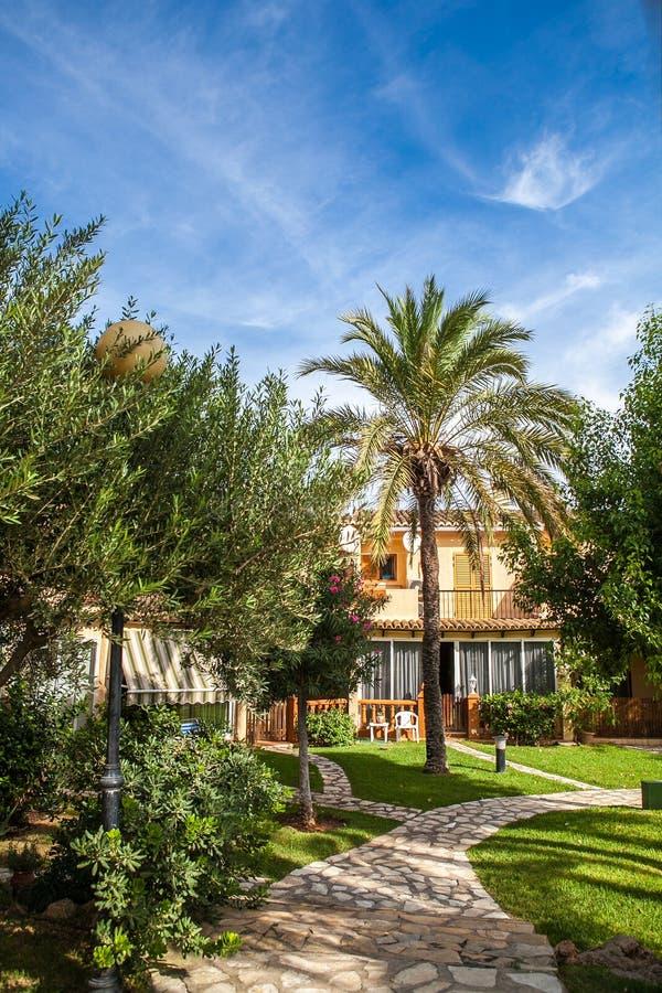 Villa espagnole classique tropicale avec beau photographie stock libre de droits