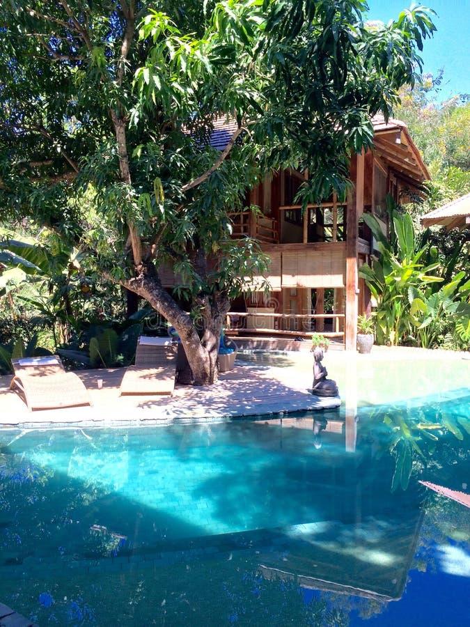 Villa et piscine de station de vacances photo libre de droits
