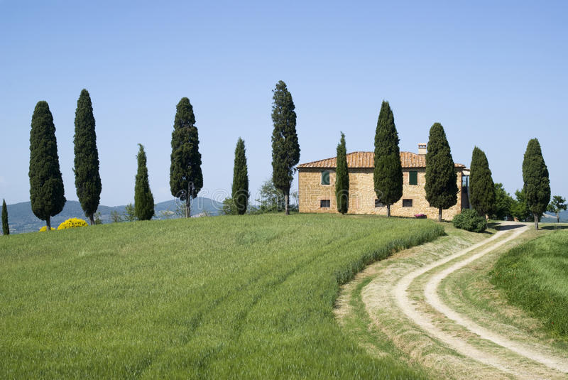 Villa in landelijk landschap royalty-vrije stock foto