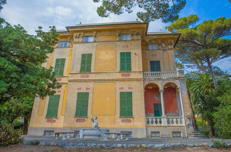 Villa Luxoro i Genoa Nervi, nära Genoa Nervi Groppallo Park, Italien royaltyfria foton