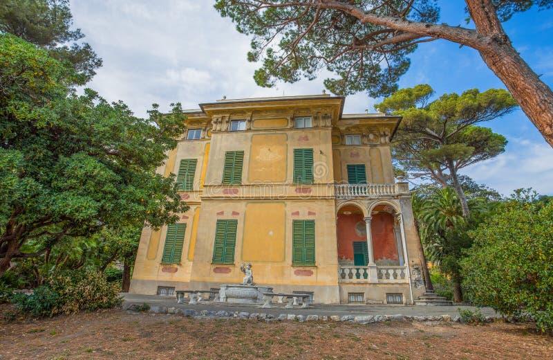 Villa Luxoro i Genoa Nervi, nära Genoa Nervi Groppallo Park, Italien arkivbild