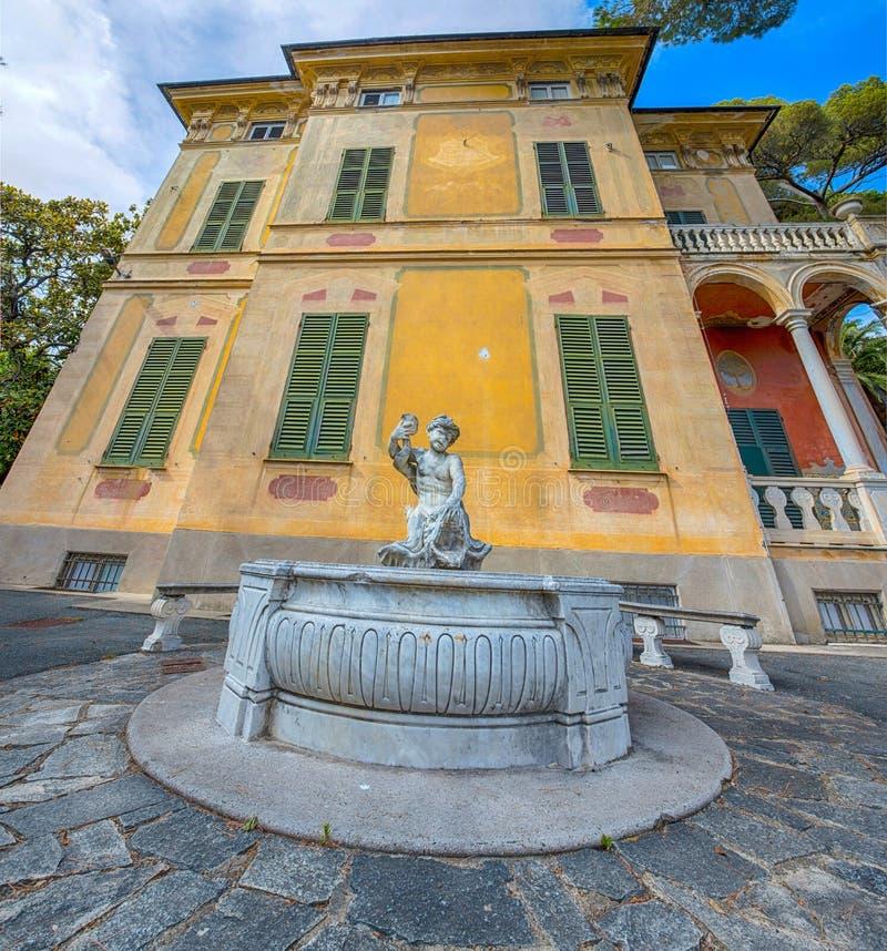 Villa Luxoro i Genoa Nervi, nära Genoa Nervi Groppallo Park, Italien arkivbilder