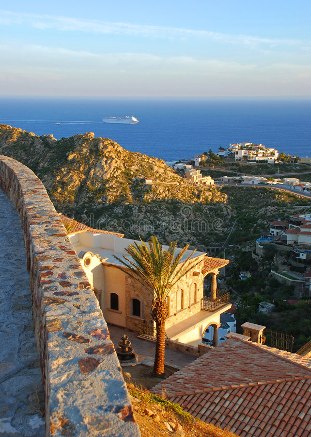 villa magnifique de vue d'océan de cliffside image stock