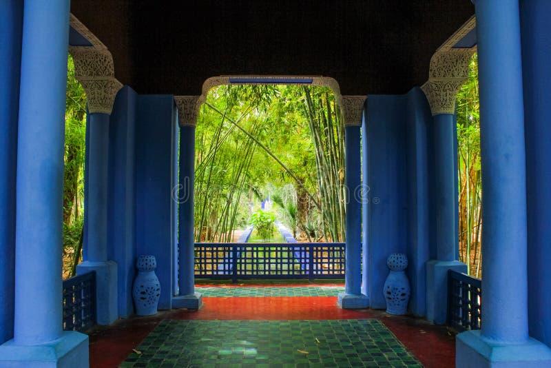 Villa Majorelle i Marrakech, Marocko Trädgårds- uteplats royaltyfria bilder