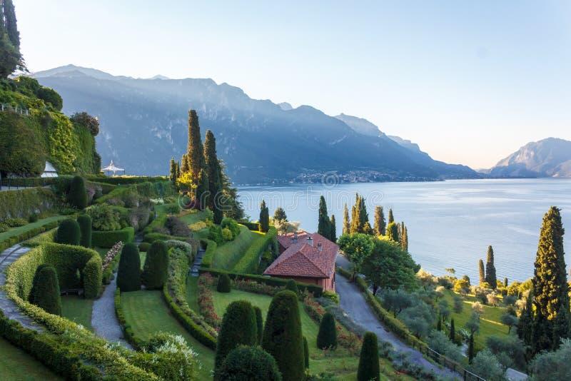 Villa in Meer Como royalty-vrije stock fotografie