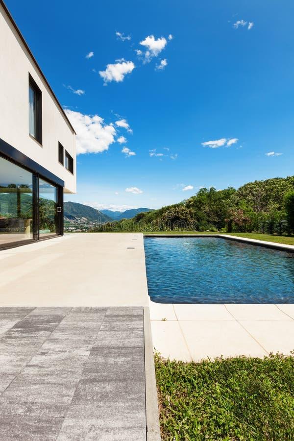 Villa moderna, all'aperto fotografia stock libera da diritti