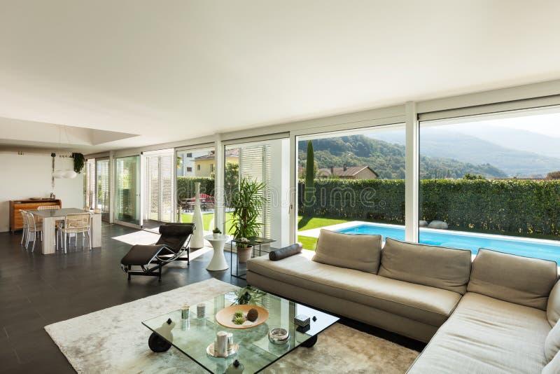 villa moderna bei interni fotografia stock libera da
