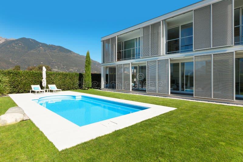 Villa moderne avec la piscine image stock image du for Villa moderne avec piscine