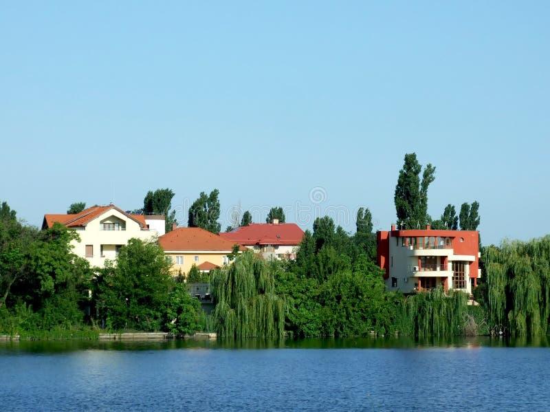Villa près du lac images libres de droits