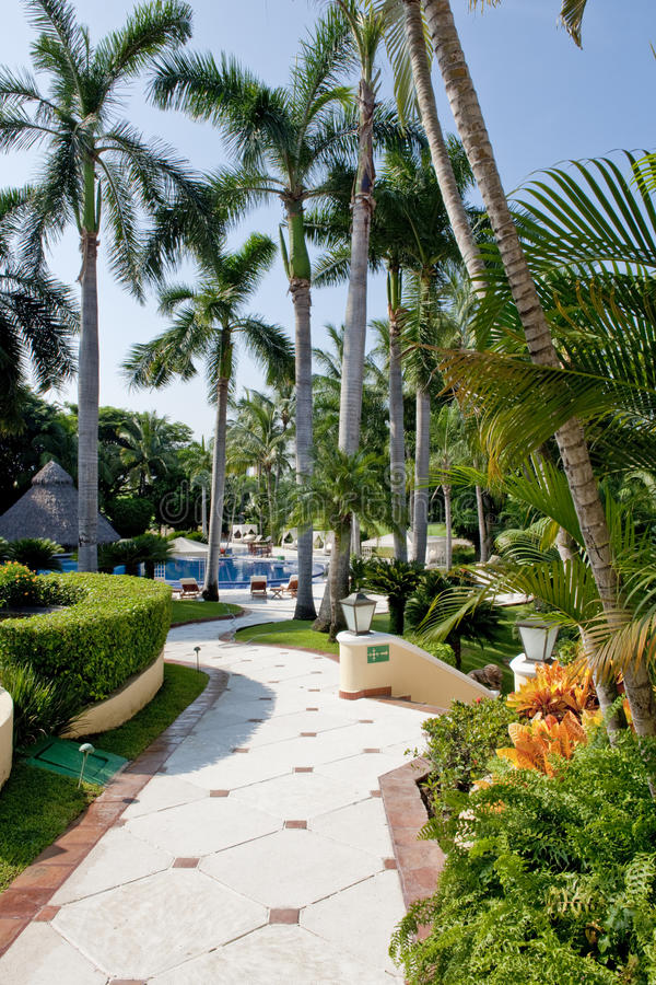 Villa tropicale aménagée en parc images libres de droits
