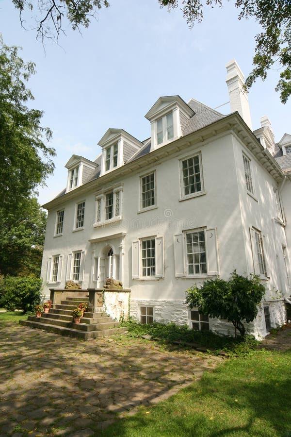 Villa und Gärten lizenzfreie stockfotos