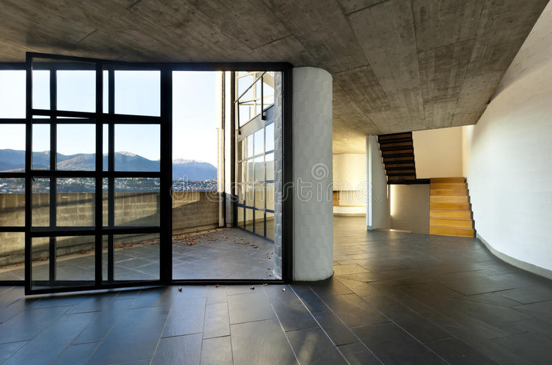 Villa vuota moderna, grande finestra fotografia stock
