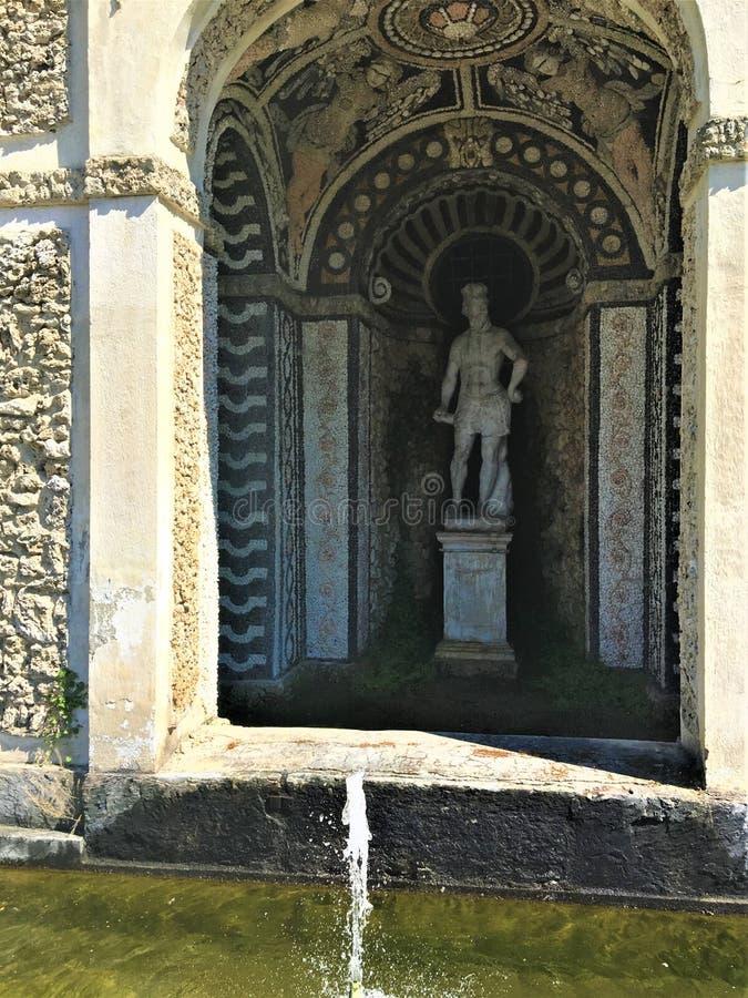 Villadella Regina i Turin, Piedmont, springbrunn och konst arkivfoto
