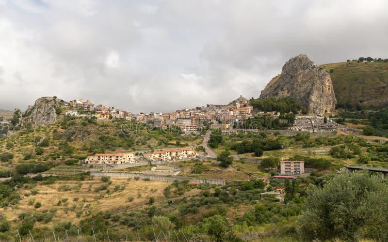 Village étrange en Sicile photos stock