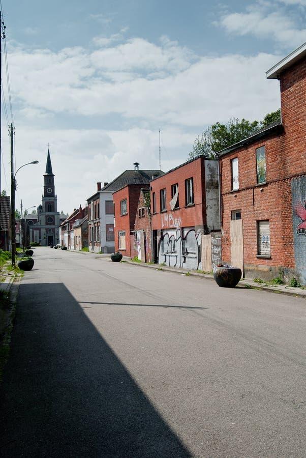 Village abandonné et décharné image stock