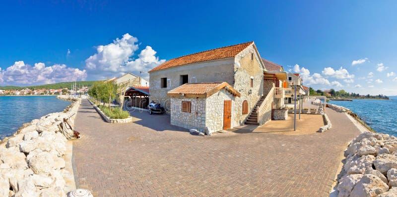Village adriatique de vue panoramique de bord de mer de Bibinje photographie stock