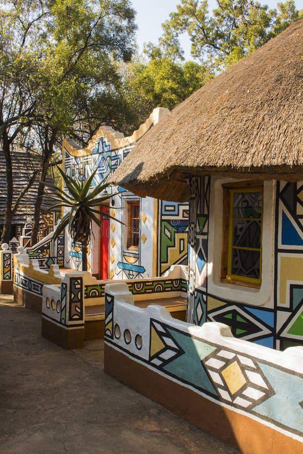 Village africain Style tribal ethnique traditionnel de peinture photos libres de droits