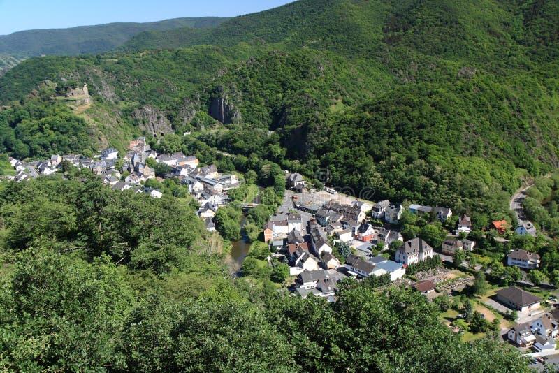 Village allemand en vallée photographie stock
