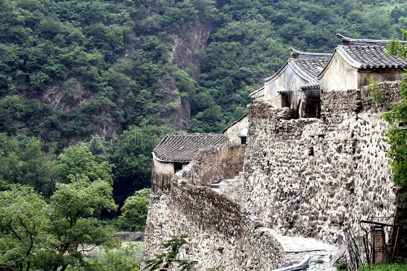 Village antique dans la montagne. images libres de droits