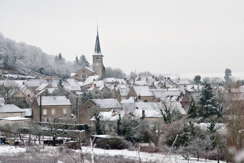 Village après neige images libres de droits