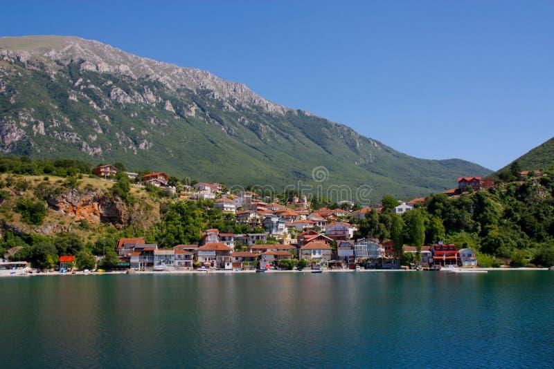 Village au lac Ohrid photos stock