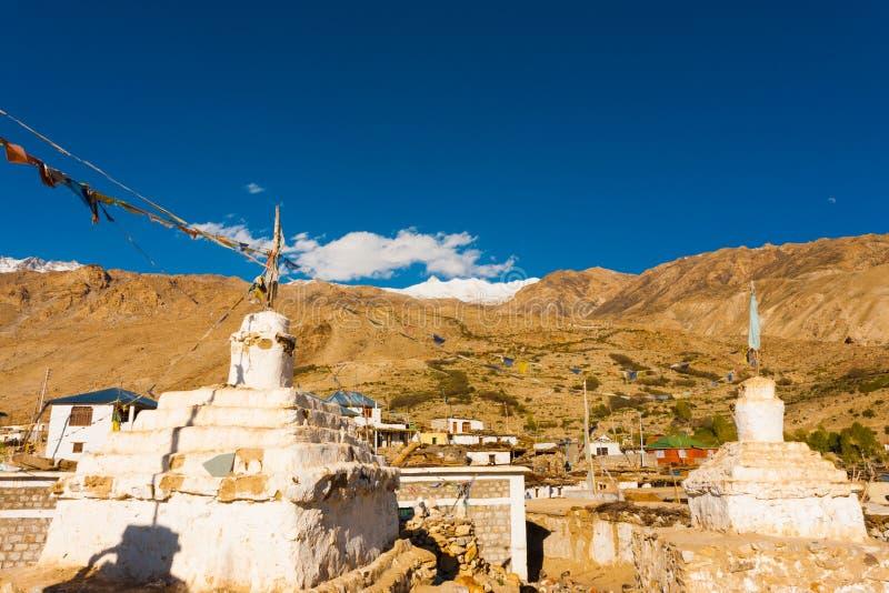 Village bouddhiste Inde de vallée de Stupa Nako Spiti photos libres de droits