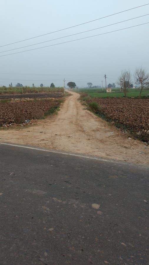 Village& x27; camino de s imagen de archivo