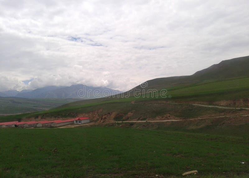 Village chinois dans le plateau du Qinghai image stock