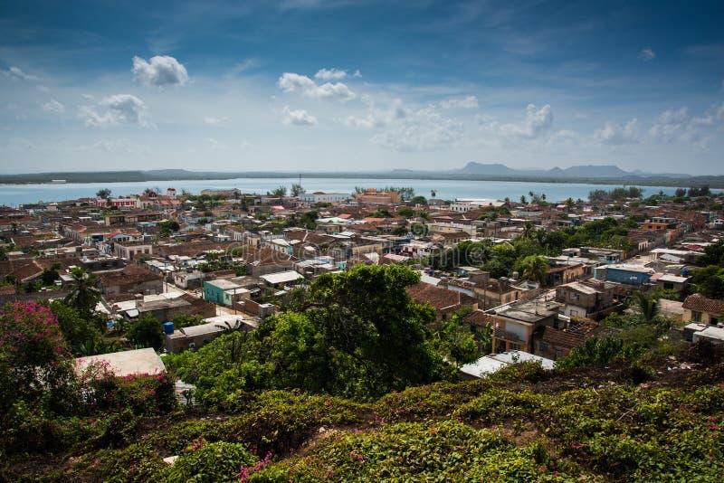 Village colonial traditionnel du Cuba de Gibara dans la province de Holguin image libre de droits