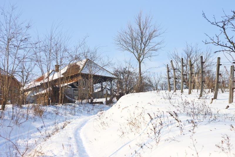 Village couvert dans la neige photos libres de droits
