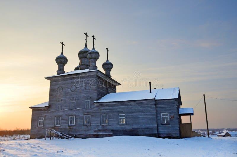 Village d'Abramovskaya Maloshuyka inférieur, Vzchevskaya Église de la présentation du seigneur à l'aube Sretenskaya La Russie, AR images stock